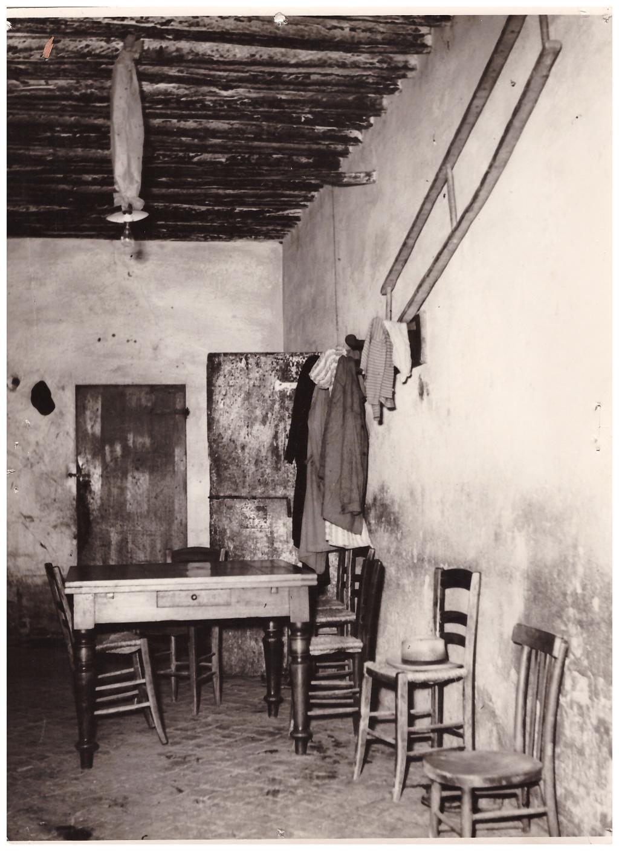 Comune Di Granarolo Dell Emilia interno casa colonica. archvio storico comune di granarolo